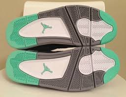 sortie de la Air Jordan 4 Green Glow.   images3
